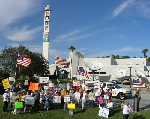2009-10-17 Tea Party TV station protests (121)