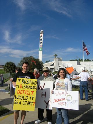 2009-10-17 Tea Party TV station protests (108)