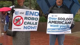Robocalls-protesters